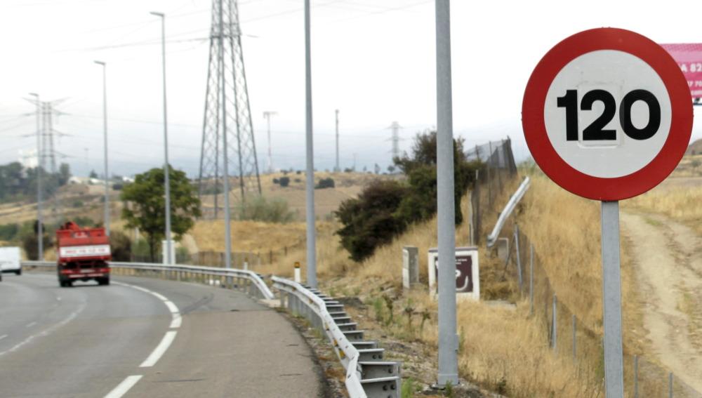 Adiós al margen de 20 km/h para adelantar: El Gobierno envía a las Cortes la reforma de Ley de Trafico y Seguridad Vial