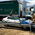 Muere un conductor al chocar con un trailer en Pina de Ebro