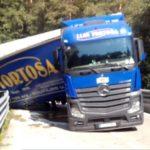 Este camionero triplica la tasa de alcohol y bloquea una vía en Barcelona