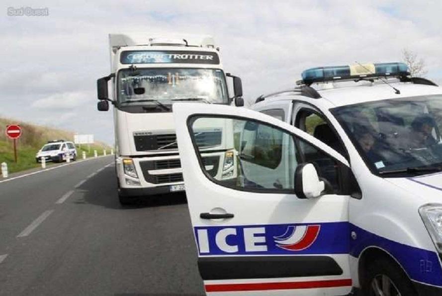 les policiers ont du arreter le camion qui zigzaguait dangereusement