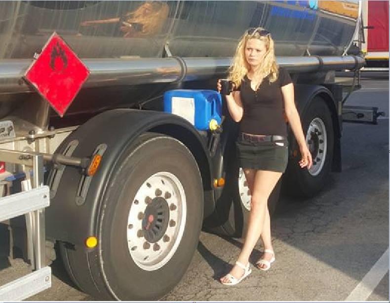 La camionera tiene un novio muy especial ¿Quieres saber quién es?