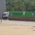 Un Megacamión que circulaba por poblado tiene que ser escoltado por la policía de Sarriá de Ter