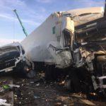 Dos muertos en un choque entre dos camiones y una furgoneta en la A-2 en Ribera d'Ondara