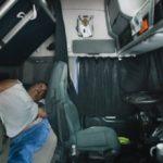 Empresarios: dormir en la cabina es muy cómodo. Conductores: no veo un baño o una cocina en el camión