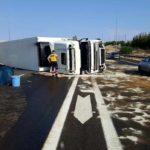 Muere un camionero de 53 años al volcar en el carril contrario de la autovía de Madrid