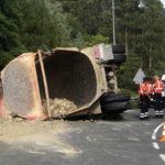 Fallece un camionero en Urduliz al volcar su vehículo
