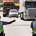 Quejas de camioneros y negocios el primer día laboral sin camiones en la N-340