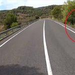 Si un camión de 40 tn puede adelantar bien a un ciclista, los coches no tenéis excusa!