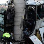 5 muertos y 16 heridos al estrellarse un autobús contra un pilar en el acceso a la autovía desde Avilés