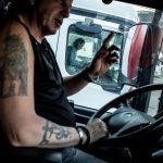 Un camionero denuncia ilegalidades que emplean empresas españolas con chóferes contratados en otros países.