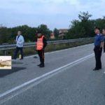 Encuentran muerto a un camionero de 51 años al lado del camión en la cuneta en Oleggio