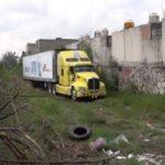 Abandonan un camión con 157 cadáveres en México