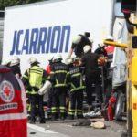 Tres camioneros rumanos heridos, tras un brutal accidente entre dos  camiones en la A-65 Alemania