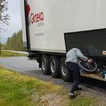Dos camioneros de Girteka despedidos por robar bicicletas de escolares