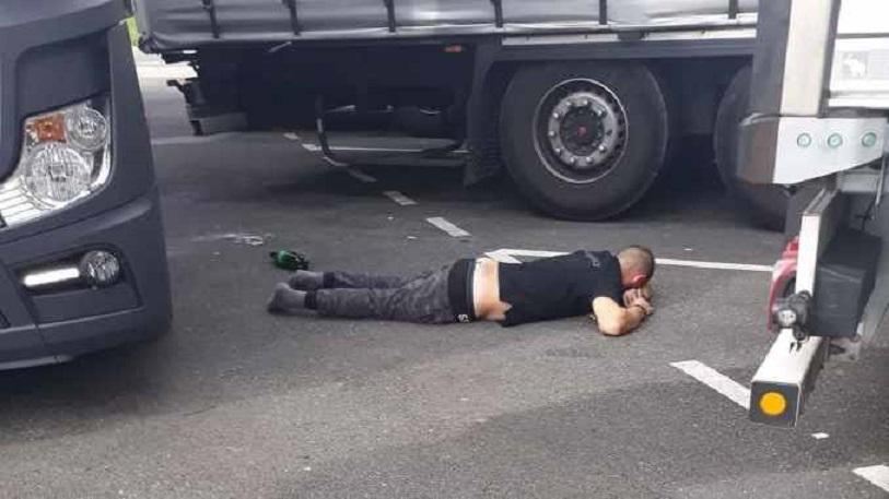 Un camionero propina una brutal paliza a otro que le había robado el gasoil y lo deja sin sentido