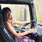 Camionera: Tanto me ponía falda como pantalones, y ahora con melena y vestido conduzco camiones.