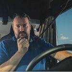 En España, parte de los camiones están parados por falta de camioneros, mientras que 22 mil conductores están desempleados. ¿De dónde viene esta paradoja?