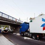¡Ha vuelto a pasar! Un camión de Molinero choca contra el puente del ferrocarril en Alba