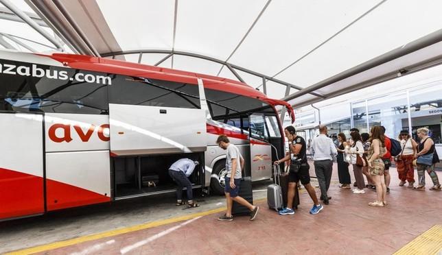 Denuncian jornadas de 15 horas de los conductores de Avanza