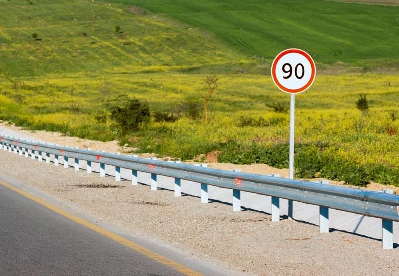 El Gobierno anuncia que rebajará la velocidad máxima en todas las carreteras secundarias