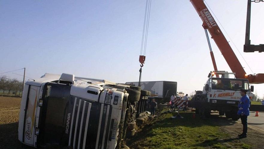 9b72a7260b389791d828761d8a2a4216 rn13 pique par un insecte un conducteur de camion un accident 0
