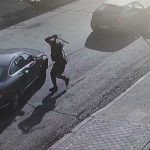 Atracan vehículos a martillazos para robar a sus conductores en Madrid