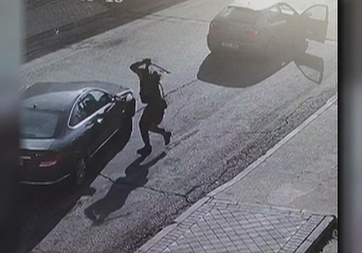 Atracan vehiculos martillazos robar