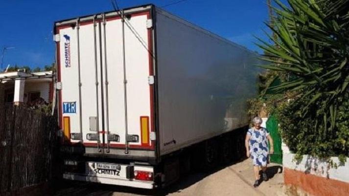 camion bloquea urbanizacion sagunto k8nG