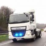 La DGT vigilará el uso del móvil con camiones camuflados en Castilla La Mancha y Galicia en unas pruebas piloto