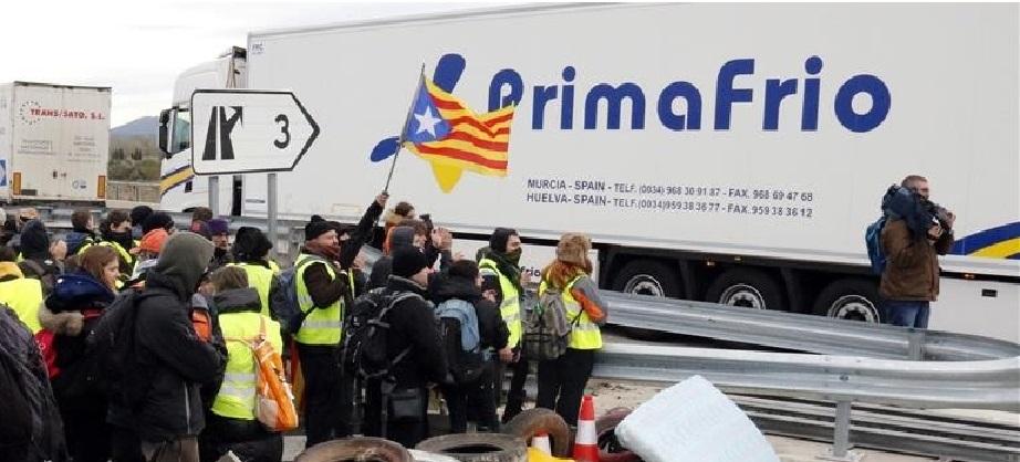 camiones saliendo autopista ap 7 despues ser reabierta direccion norte 1522145864553