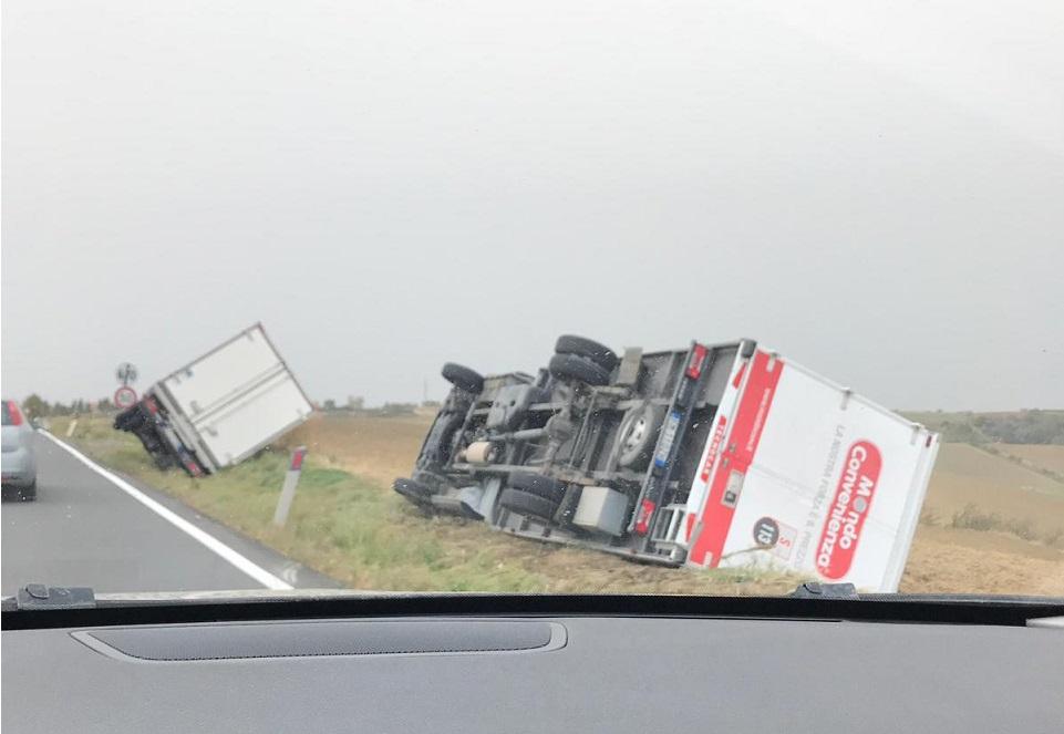Dos camiones sucumben al fuerte temporal en Italia que ya van once fallecidos