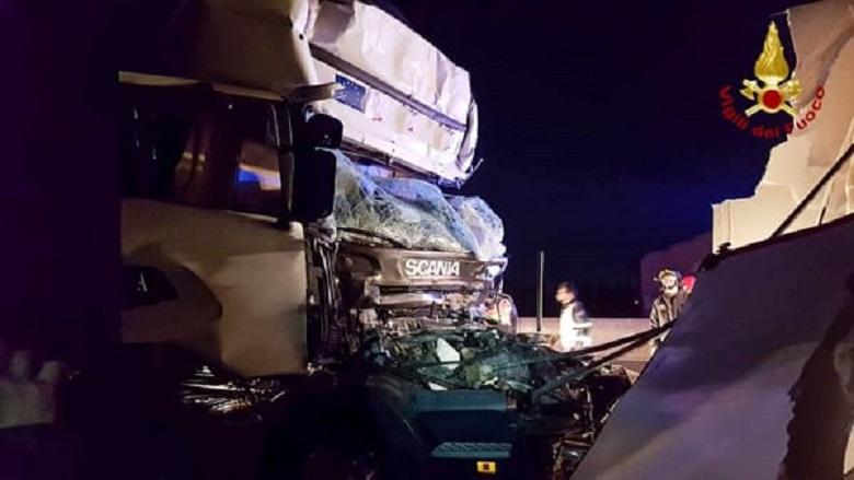 incidente camion autostrada notte 2 1