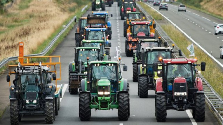 Nace un movimiento para que tractores y camiones bloqueen carreteras el 1-N en protesta por la subida del gasoil