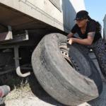 O cambia esto, o me bajo.  Los empresarios intentan negociar con el gobierno amenazando con una huelga de camioneros, que nada dice de los asalariados.