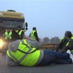 Los 'chalecos amarillos' vuelven a bloquear las carreteras de Iparralde