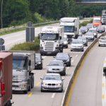Un choque de dos camiones corta la autovía del Cantábrico en Navia