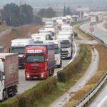 Miles de camiones atrapados en la frontera con Francia por las protestas de los «chalecos amarillos»