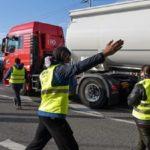 Francia pone freno a la viñeta para evitar que los camiones se unan a los chalecos amarillos