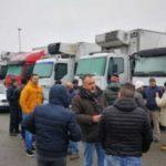 Setenta camioneros de una empresa, se declaran en huelga por falta de pagos y el mal estado de los camiones