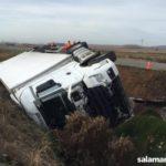 El vuelco de un camión en la carretera de Aldearrubia se salda con dos heridos y provoca cortes en la SA-804