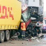 Un camionero grave  tras la colisión por alcance de cuatro camiones en la A-6 Alemania