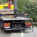 Rescatan vivo a un motorista que pasó la noche herido en el fondo de un barranco de 6 m en Girona