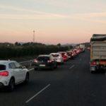 Un dominguero de puente, indignado por que circulen camiones en su vuelta a casa