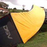 Un camionero polaco abandonado tras volcar su camión con 22.000 litros de cerveza en Cantabria por seguir a su GPS