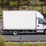 """Un repartidor denuncia que trabaja 230 horas al mes por 600 euros: """"Almuerzo en el furgón"""""""