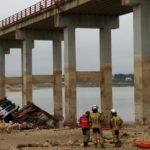 Muere un camionero de 43 años al caer con su tráiler desde un puente en Caspe