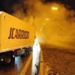 Chalecos amarillos saquean y queman un camión en la frontera Franco-Belga