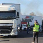 Un trabajador muere al chocar contra un camión bloqueado por chalecos amarillos, que huyeron en Perpiñán