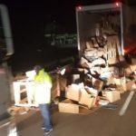 Chalecos amarillos piden a los camioneros quedarse en la cabina para después saquear los camiones