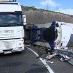 Que un camionero sufra un accidente y permanezca malherido 6 horas en la cabina, algo no funciona.